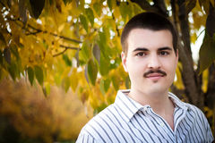 Hombre hermoso al aire libre Imagen de archivo libre de regalías