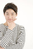 Hombre hermoso asiático en camisa rayada Imágenes de archivo libres de regalías