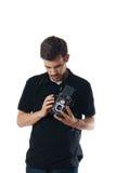Hombre hermoso con la cámara de la foto de la vendimia Foto de archivo libre de regalías