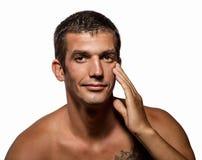 Hombre hermoso con la piel limpia de la salud imágenes de archivo libres de regalías