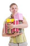 Hombre hermoso con los rectángulos de regalo multicolores Imagen de archivo libre de regalías