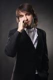 Hombre hermoso con un cigarro Imagen de archivo libre de regalías