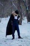 Hombre hermoso del elegantyoung con el estoque, al aire libre Imagen de archivo