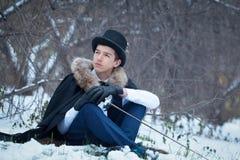 Hombre hermoso del elegantyoung con el estoque, al aire libre Imágenes de archivo libres de regalías