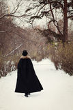 Hombre hermoso del elegantyoung con el estoque, al aire libre Fotos de archivo libres de regalías