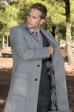 Hombre hermoso elegante en el bosque Foto de archivo libre de regalías