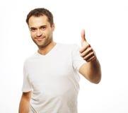 Hombre hermoso feliz que muestra los pulgares para arriba Foto de archivo libre de regalías