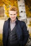 Hombre hermoso joven al aire libre Fotos de archivo