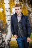 Hombre hermoso joven al aire libre Imagenes de archivo