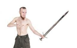 Hombre hermoso joven con la espada aislada Fotografía de archivo libre de regalías