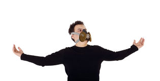 Hombre hermoso joven en camisa y respirador negros Fotos de archivo