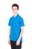 Hombre hermoso joven en la camiseta azul aislada en blanco Imágenes de archivo libres de regalías