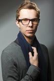 Hombre hermoso joven en vidrios Fotografía de archivo