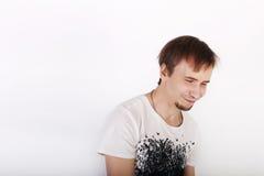 Hombre hermoso joven feliz en la camisa blanca Fotos de archivo libres de regalías