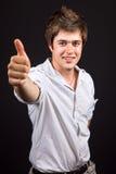 Hombre hermoso joven que muestra la muestra aceptable Foto de archivo libre de regalías