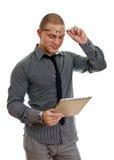 Hombre hermoso joven que usa la PC de la tablilla. Fotos de archivo libres de regalías