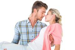 Hombre hermoso que coge y que abraza a su novia Imagen de archivo libre de regalías