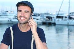 Hombre hermoso que llama por el teléfono del puerto Fotos de archivo libres de regalías