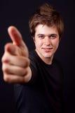 Hombre hermoso que señala adelante con su dedo Imagen de archivo libre de regalías
