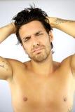 Hombre hermoso tensionado debido a dolor de cabeza Fotografía de archivo libre de regalías