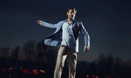 Hombre hermoso y elegante que lleva la chaqueta azul imágenes de archivo libres de regalías