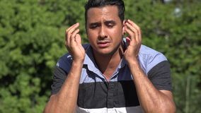 Hombre hispánico adulto infeliz triste metrajes