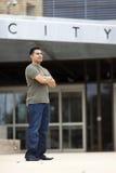 Hombre hispánico - ciudad ocasional vestida Fotografía de archivo