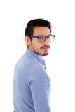 Hombre hispánico joven con la camisa y los vidrios azules Imágenes de archivo libres de regalías