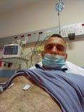Hombre hospitalizado en la sala de urgencias estos lugares ahorran vidas cada día fotos de archivo libres de regalías