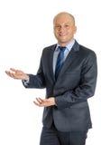 Hombre intrépido que presenta con ambas manos Fotografía de archivo libre de regalías