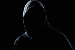 Hombre invisible en la oscuridad de la noche imágenes de archivo libres de regalías