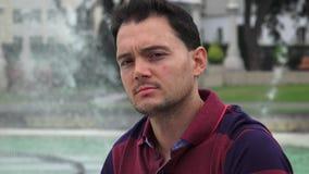 Hombre italiano en el parque metrajes