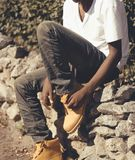 Hombre joven africano de la moda en verano Foto de archivo
