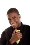 Hombre joven agradable en suéter negro y lazo amarillo fotos de archivo