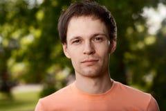 Hombre joven al aire libre Imagen de archivo