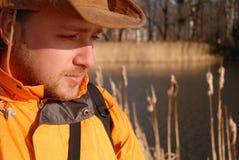 Hombre joven al aire libre Fotos de archivo