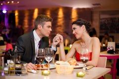 Hombre joven apasionado mirando a su novia Foto de archivo libre de regalías