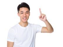 Hombre joven asiático con el destacar del finger Foto de archivo