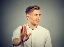 Hombre joven asqueado Emoción humana negativa Fotos de archivo