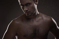 Hombre joven atlético Fotografía de archivo libre de regalías