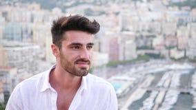 Hombre joven atlético atractivo en Mónaco metrajes