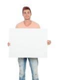 Hombre joven atractivo con un cartel en blanco Imágenes de archivo libres de regalías