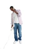 Hombre joven atractivo que habla en el teléfono Foto de archivo libre de regalías