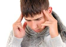 Hombre joven con dolor de cabeza Fotografía de archivo libre de regalías