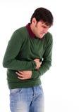 Hombre joven con dolor de estómago fuerte Imágenes de archivo libres de regalías