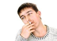 Hombre joven con el cigarrillo Fotos de archivo libres de regalías