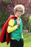 Hombre joven con el juego brillantemente coloreado Fotos de archivo