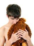 Hombre joven con el juguete de la felpa Fotografía de archivo libre de regalías