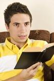 Hombre joven con el libro Fotografía de archivo libre de regalías
