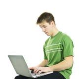 Hombre joven con el ordenador portátil Imagen de archivo